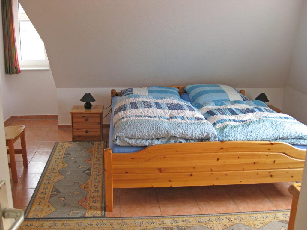 Schlafzimmer im Dachgeschoss - Ferienwohnung Nordstrasse Cuxhaven